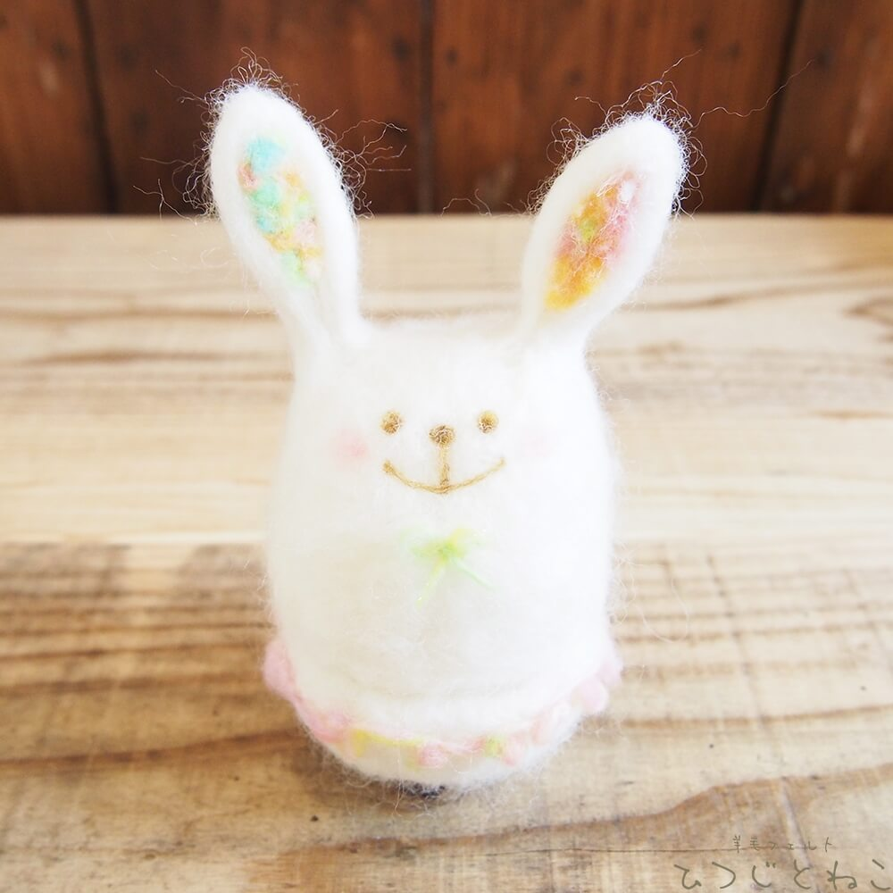 ウサギの小物入れ