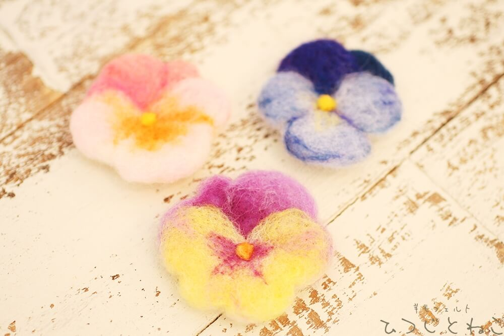 お花のブローチ